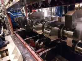 MaK 25 crankshaft and parts overhaul